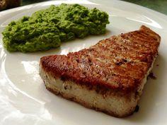 Homemade red tuna steak with green peas perée#mentha