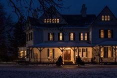 the grand victorian bed and breakfast christmas inn - Google Search Car Charging Stations, Victorian Bed, Conference Facilities, Queen Room, Old Trees, Architectural Features, Reception Rooms, Bed And Breakfast, Craftsman