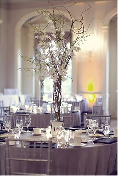 Nice Tall Flower Centerpieces That Perfect To Spring Wedding https://bridalore.com/2017/12/16/tall-flower-centerpieces-that-perfect-to-spring-wedding/