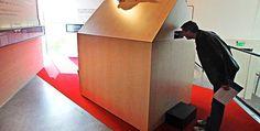 """""""Koster mye, våger lite"""" Førsteamanuensis Wenche Torrissen, Høgskolen i Volda og førsteamanuensis Nils M. Knutsen, Universitetet i Tromsø om utstillingen på Hamsundsenteret på Hamarøy. (Aftenposten. Foto: Rapp Ole Magnus)"""