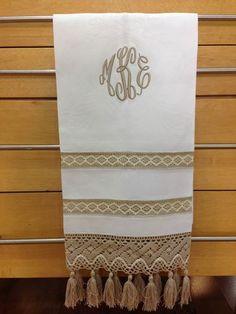 Finos Guest towel de lino y encaje, personalizados a tu gusto.