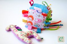 Roca Girafa e Cubo para bebé com som, texturas e cores para estimular os sentidos dos bebés