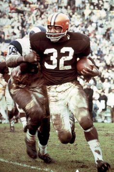 Jim Brown: After leaving Syracuse as an All-American in football and lacrosse, Jim Brown went on to produce arguably the greatest rushing career in history. In 118 career games, Brown averaged yards per game and yards per carry. He never missed But Football, Cleveland Browns Football, School Football, Sport Football, Football Players, Nfl Browns, Legends Football, Buckeyes Football, Football Field