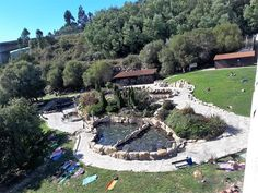 QUE VISITAR :: Alquilar casa ribeira Sacra Stepping Stones, Mansions, House Styles, Outdoor Decor, Home Decor, Rural House, Spa Water, Rocks, Vacations