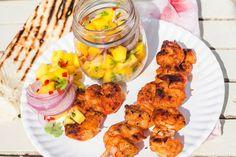 Garnalen en mangosalsa: verrukkelijke combinatie! Met tortilla's van de barbecue - Recept - Allerhande