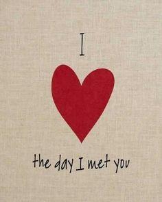 Amo el día en que te conocí...desde es día cambio mi vida...y ahora que al fin estamos juntos...Me haces la persona más feliz de todo el mundo mundial...TeAmo mi rey pechocho...