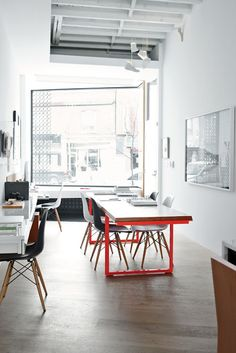 Modern live work space in Toronto with office table by Made, sneaker-inspired Shoe Toss pendants by Jeremy Hatch of Ricochet Studio. Interior Work, Interior Architecture, Interior And Exterior, Room Interior, Home Office, Office Table, Home Studio, Workspace Inspiration, Interior Inspiration