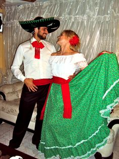 25 Elegant Picture of Fancy Christmas Party Couple Outfits. With this much to select from though it can occasionally be difficult to understand which costume to select, so, let's look at the one's that are gett. Christmas Elf Costume, Cute Couple Halloween Costumes, Purim Costumes, Christmas Party Outfits, Holiday Party Dresses, Funny Costumes, Couple Costumes, Costume Ideas, Mexican Fancy Dress