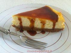 Il cheesecake cotto al forno è il tipico cheesecake newyorkese, la ricetta originale per intenderci, quella che potete gustare in quel di New York. Infatti