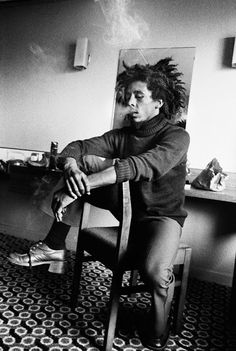 vintage everyday: Amazing Stories Behind 17 Rare and Unseen Images of Bob Marley from the 1970s