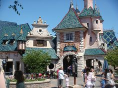 If we go to Disneyland Paris, this is where I want to have a meal. Auberge de Cendrillon