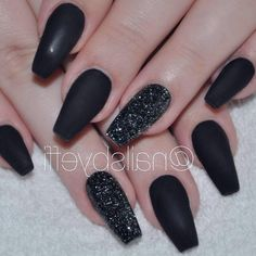 Matte Black Coffin Nail Ideas Trend in Cool 2019 Elegant Nail Designs, Black Nail Designs, Elegant Nails, Nail Art Designs, Diy Halloween Nails, Halloween Nail Designs, Halloween Gif, Glitter Tip Nails, Glue On Nails