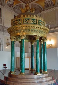 Hermitage Museum in Saint Petersburg - Malachite Tempietto. http://tracking.publicidees.com/clic.php?progid=378&partid=48172&dpl=http%3A%2F%2Fwww.ecotour.com%2Fvoyage%2Freunion-p76