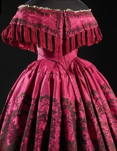 """Evening dress ca. 1859-60 From the exhibition """"A Century of Style: Costume and Colour 1800-1899″ at Glasgow Museums"""