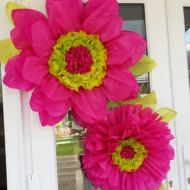 Tissue paper flower 45cm Daisy/Wedding/Venue decorations/Baby shower/Centerpiece Please note dispatch times before purchasing. Flowers are sent out flat not bloomed. Please bear in mind that when choosing colour I will only change the main colour of the flower(white petals). Centre of the flower will remain yellow and leaves at the back will be bottle green like in the photo unless mentioned previously by contacting me via Etsy not paypal. Flowers can be made without leave...
