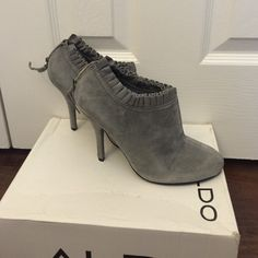 HPALDO grey suede ankle booties 38 only worn once,no box included, size runs small fits 7, ❌NO TRADE‼️ ALDO Shoes Ankle Boots & Booties
