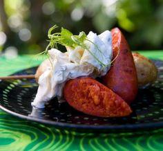 Grillad chorizo med krämig kronärtskocks-sallad och grillad färskpotatis