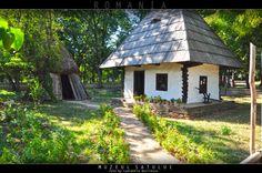 Muzeul Satului   Bucuresti 2012 Romania Cabin Homes, Small Houses, Eastern Europe, Case, Traditional House, Wonders Of The World, Gazebo, Alternative, Cottage