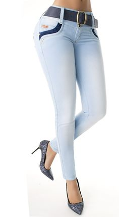 Los vaquero push up, son ampliamente conocidos por el efecto pum-up que incorporan un nuevo estilo gracias al diseño de pinzas laterales, creamos un patrón exclusivo para controlar el abdomen #Vaqueroscolombianos#Vaquerospushup #jeanspushup#Vaquerospitillo#pantaloncolombiano #tejanolos consigues en www.hadabella.com