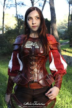 Medieval fantasy leather lady girl feminine female armor with scales and pouches corset Fantasy Armor, Medieval Fantasy, Medieval Armor, Mori Girl, Costume Feu, Larp, Costume Armour, Armadura Medieval, Female Armor