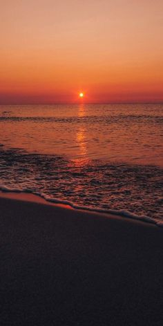 Sunset on the beach is part of Sunset iphone wallpaper Sunset on the beach - Sunset Iphone Wallpaper, Beach Sunset Wallpaper, Ocean Wallpaper, Summer Wallpaper, Iphone Background Wallpaper, Sunset Beach, Nature Wallpaper, Beach Night, Iphone Wallpapers