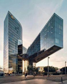 Jump on one leg   by @nicanorgarcia  Barcelona #Spain  Vía  : DesignWanted
