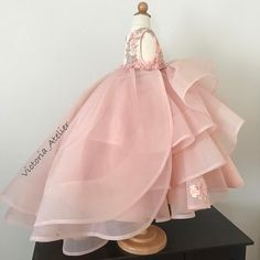Custom made dress with detachable train 😍👱🏻♀️🌸✨ Baby Girl Party Dresses, Girls Pageant Dresses, Gowns For Girls, Birthday Dresses, Little Girl Dresses, Flower Girl Dresses, Little Girl Fashion, Kids Fashion, Dress Anak
