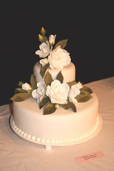Beautiful sugar paste flowers on this wedding cake. [original source unknown]