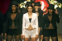 Kendall Jenner, la pequeña de las Kardashian, se hace un hueco en la pasarela con sus interminables piernas http://www.magazinespain.com/largas-piernas-kendall-jenner  #Moda #Fashion