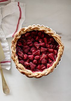 When I posted this little article to show you how to make pie crust, I got tons of requests for the filling. I don't even know if I can call this a recipe because it's so simple, but it's a good start for making homemade pies. Dessert Drinks, Dessert Recipes, How To Make Pie, Strawberry Pie, Pudding Cake, No Cook Meals, Yummy Cakes, Sweet Recipes, Sweet Tooth