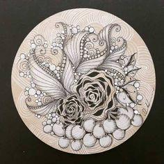 Dibujos Zentangle Art, Zentangle Drawings, Doodles Zentangles, Zentangle Patterns, Art Drawings Sketches, Doodle Tattoo, Doodle Art Designs, Zen Art, Hippie Art