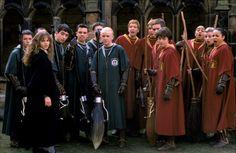 le-due-squadre-di-quidditch-i-serpeverde-slytherin-e-i-grifondoro-gryffindor-nel-film-harry-potter-e-la-camera-dei-segreti-138345.jpg (800×520)