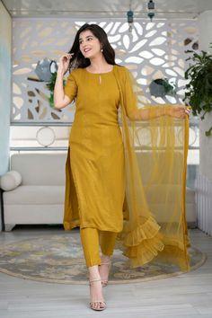 Indian Gowns Dresses, Indian Fashion Dresses, Unique Dresses, Stylish Dresses, Fashion Outfits, Sari Blouse Designs, Kurti Neck Designs, Kurti Designs Party Wear, Simple Kurta Designs