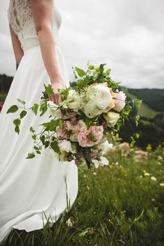 Elegant Colorado Mountain Wedding at the Vail Wedding Deck | Floral: Cori Cook Floral Design | Planning: Calluna Events | Photo: Jennifer Ballard Photography