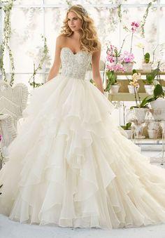 Sweetheart Lace Beading Ruffles Zipper Organza Wedding Dress