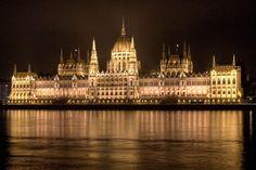 Le Parlement hongrois vu de nuit | © Flickr CC - Emilio J Santacoloma - https://flic.kr/p/imVKqG