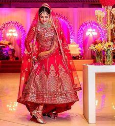 Indian Wedding Poses, Indian Wedding Couple Photography, Indian Bridal Photos, Indian Bridal Outfits, Indian Bridal Wear, Pakistani Bridal, Bridal Lehenga, Wedding Lehnga, Red Lehenga