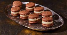 Pezsgőkrémes macaron szilveszterre recept | Street Kitchen Pavlova, Macarons, Nutella, Cheesecake, Street, Food, Kitchen, Cooking, Cheesecakes