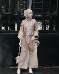 32 ideas style girl hijab for 2020 7 Kebaya Modern Hijab, Kebaya Hijab, Kebaya Muslim, Muslim Dress, Model Kebaya Modern, Dress Brokat Modern, Kebaya Brokat, Kebaya Lace, Kebaya Dress