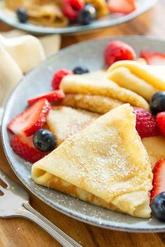 Crepes - How to Make Crepes! Easy recipe using 6 ingredients #crepes #crepe #crepesrecipe #breakfast #dessert via @fifteenspatulas