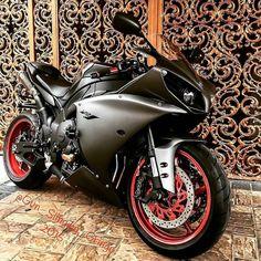 Matte Black Yamaha R1  - - - - - #GSXR #Bikelife #CBR #R1 #R6 #ZX6R #ZX10R #1000 #750 #600 #1199 #Suzuki #Honda #Yamaha #Kawasaki #Ducati #bikes #motorcycle#Wheelie #Stunt #Police #Burnout #Pingale #دباب #ترفيع #سوزوكي #ياماها #هوندا #كواساكي by all.about.bikes