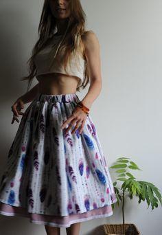 Купить или заказать Хлопковая юбка с рисунком 'перья' в интернет-магазине на Ярмарке Мастеров. Хлопковая юбка на резинке из ткани с рисунком 'перья'. Подъюбник пришит к поясу юбки, по подолу - хлопковое кружево.