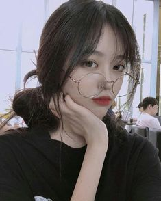 Read Ulzzang Girls 17 from the story Ulzzang Girls ♤ by JaeHwa___ (°◇'C E R E N'◇°) with 175 reads. Korean Beauty Girls, Pretty Korean Girls, Cute Korean Girl, Beautiful Asian Girls, Asian Beauty, Peinados Pin Up, Ulzzang Korean Girl, Kim Jisoo, Uzzlang Girl