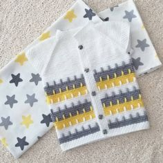 See How to Make a Crochet Carpet at Home! Girls Sweaters, Baby Sweaters, Baby Knitting Patterns, Drops Baby, Slouchy Cardigan, Crochet Carpet, Diy Crafts Crochet, Crochet Bebe, Overall