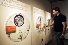 Interaktives Exponat / Hands-On zum Thema Zeit in einer Sonderausstellung der Experimenta Heilbronn. Konzipiert und realisiert von Impuls-Design.