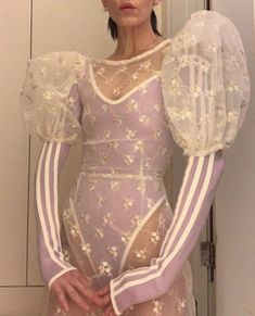 The Bridal Fashion Week for 2019 has come and gone, and it did not disappoint. If you love the classic style of Audrey Hepburn and other mid-century classic Look Fashion, Fashion Details, Runway Fashion, High Fashion, Fashion Show, Fashion Outfits, Womens Fashion, Fashion Design, Daily Fashion