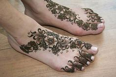 Henna tattoos are the most popular art in South Asia. It's also known as Mehndi. These are some beautiful and eye touching Mehndi designs which will inspire you. Lets have a look on these fantastic Henna art. Henna Hand Designs, Mehandi Designs, Indian Henna Designs, Latest Henna Designs, Legs Mehndi Design, Mehndi Design Photos, Beautiful Mehndi Design, Arabic Mehndi Designs, Simple Mehndi Designs