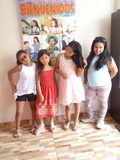 El curso de Etiqueta Social y modelaje ayudan en el fortalecimiento del autoestima personal de cada alumna, quienes descubren el mundo de la belleza interior y exterior.