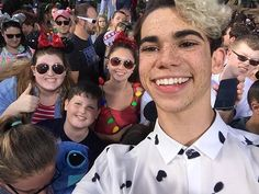 Smiles from 🍎❤️🎄 Cameron Boyce, Disney Descendants 2, Descendants Cast, Decendants, Sofia Carson, Disney Xd, Child Actors, Now And Forever, Dove Cameron