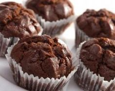Who says you can't have chocolate for breakfast? These soaked Chocolate Banana Oat Muffins are absolutely yummy and a great way to start the day. Ww Recipes, Muffin Recipes, Cupcake Recipes, Dessert Recipes, Weight Watcher Desserts, Weight Watchers Meals, Weight Watchers Cupcakes, Weight Watchers Muffins, Healthy Chocolate Muffins